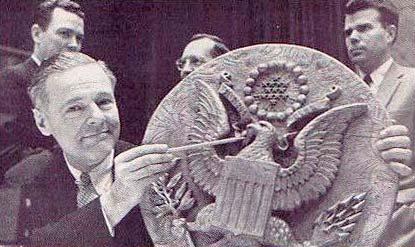 Жучок «Златоуст» в гербе сша