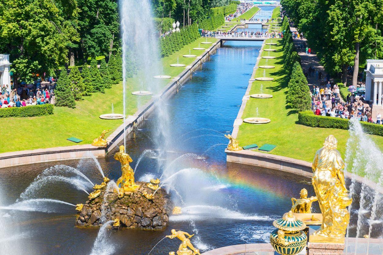 Центральный фонтан дворцово-паркового ансамбля «Петергоф»