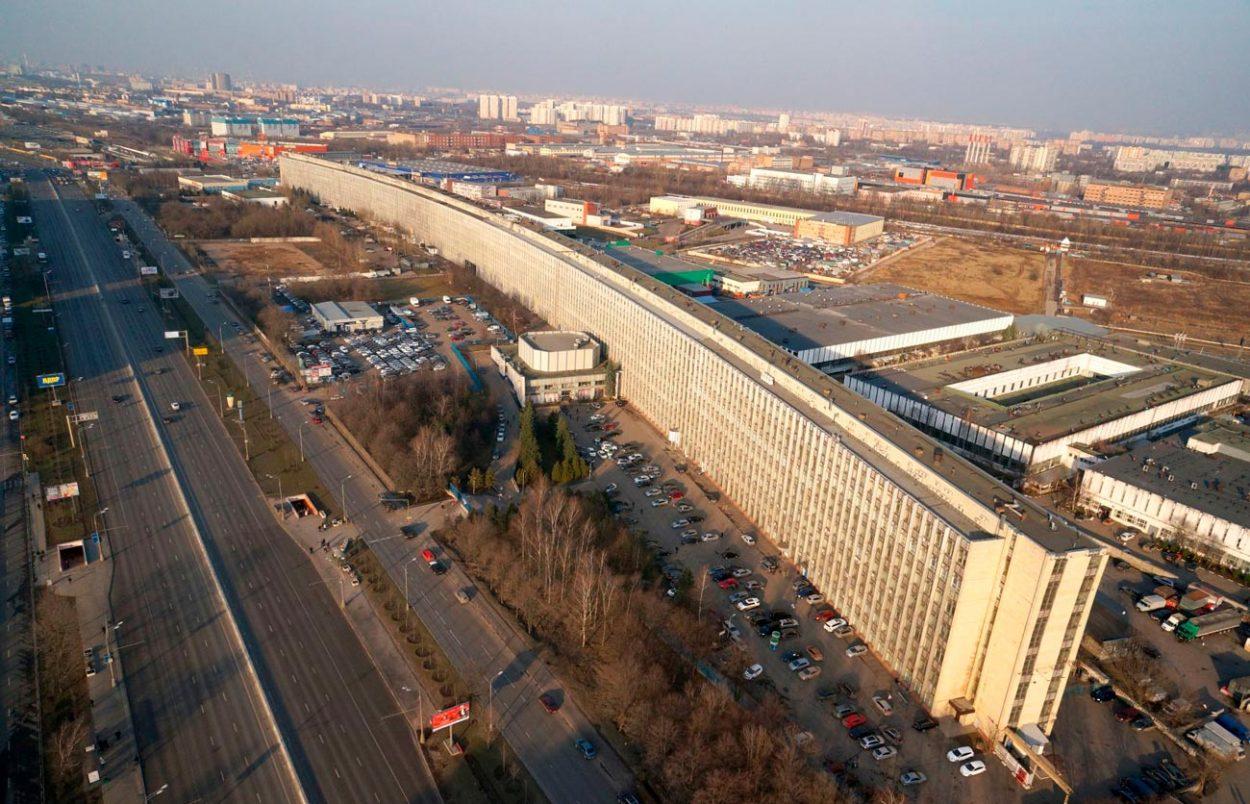 Горизонтальный небоскреб на варшавском шоссе