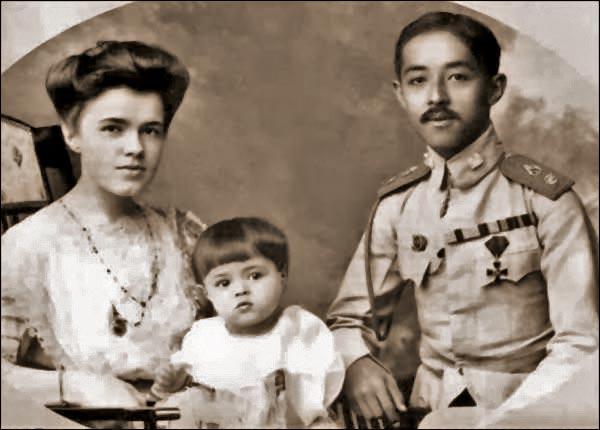 Принцесса Таиланда Екатерина Десницкая, принц Чакрабон и их дочь