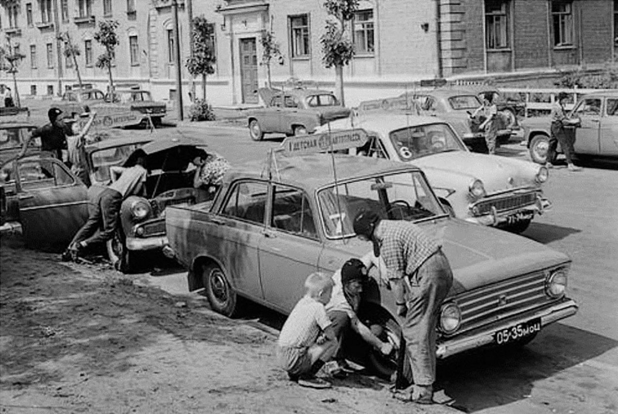 Советские автомобилисты