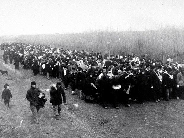 Переселенцев из секты духоборов в канадском порту Галифакс