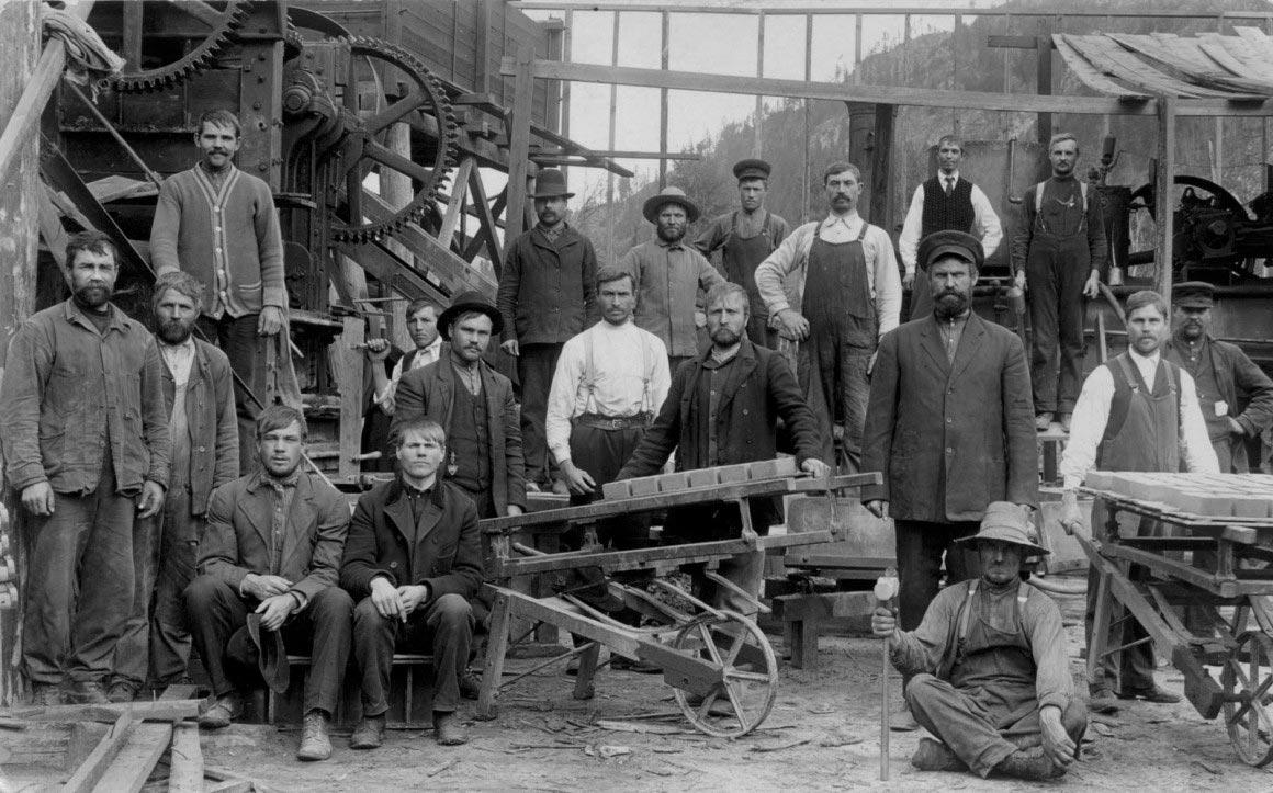 Русские духоборцы в Канаде на заводе в Гранд Форксе
