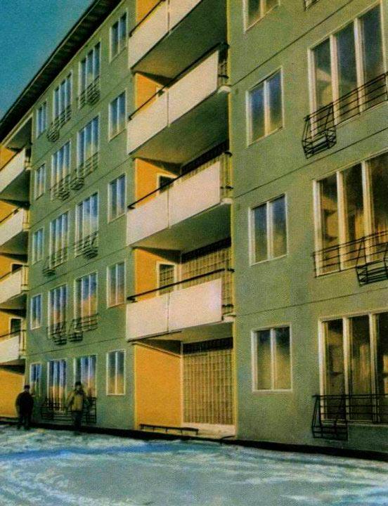 Пластмассовая пятиэтажка в Москве