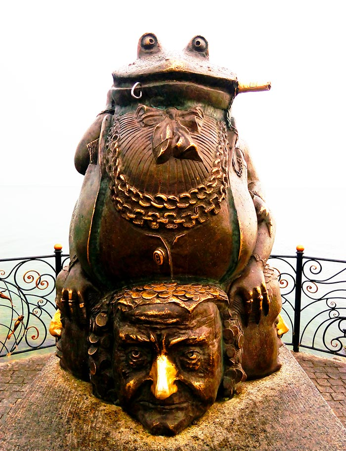 Памятник «Зависть-порок» в Бердянске