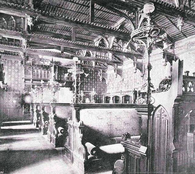 Готическая раздевальня в Сандуновскиих банях