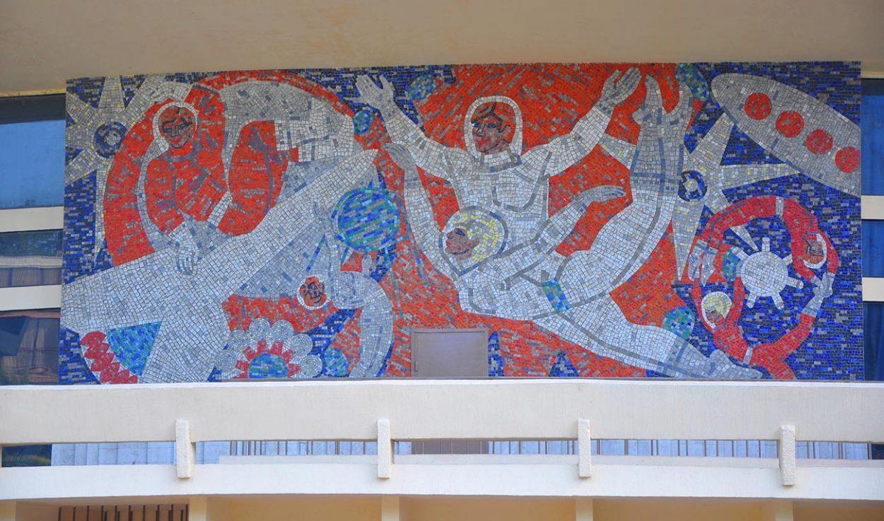 Мозаика на фасаде цирка в Сочи