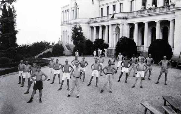 Утренняя зарядка в Советской здравнице