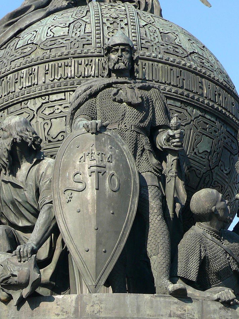 Князь Рюрик на Памятнике «Тысячелетие России» в Великом Новгороде