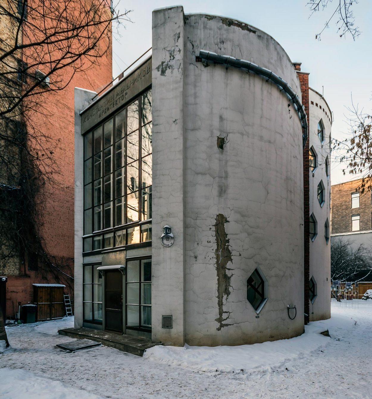 Фасад дома Мельникова со стороны переулка