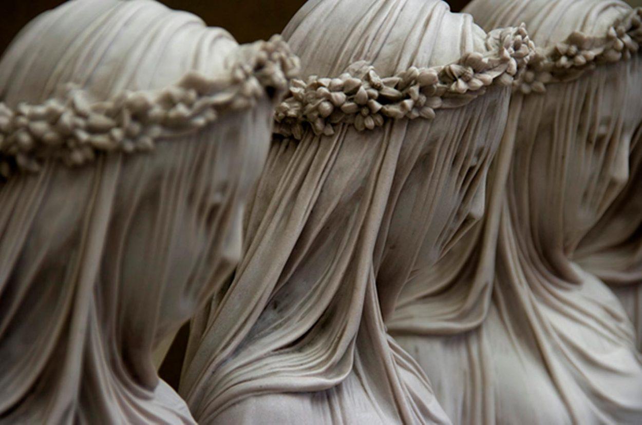 Мраморная вуаль на скульптуре «Весталки»