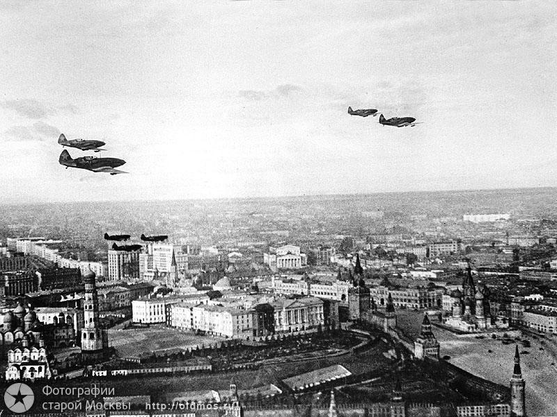 Самолеты Люфтваффе над Москвой