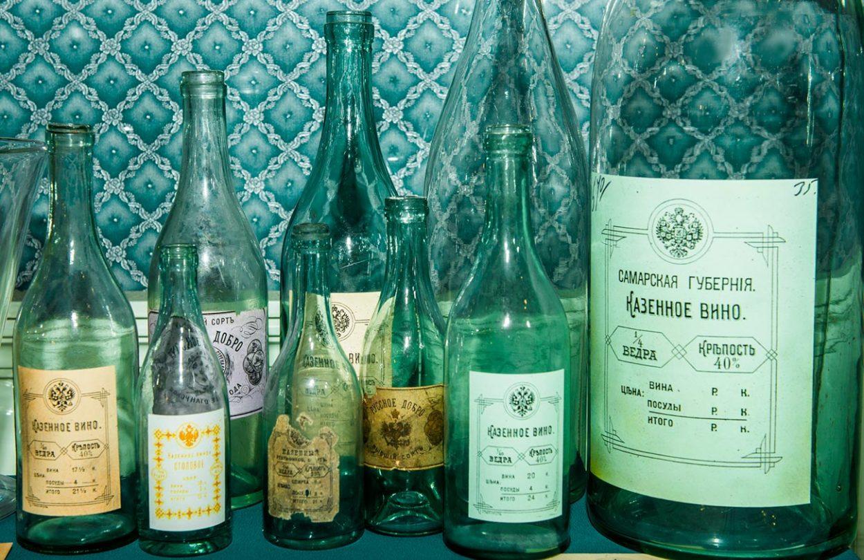 Старинные водочные бутылки