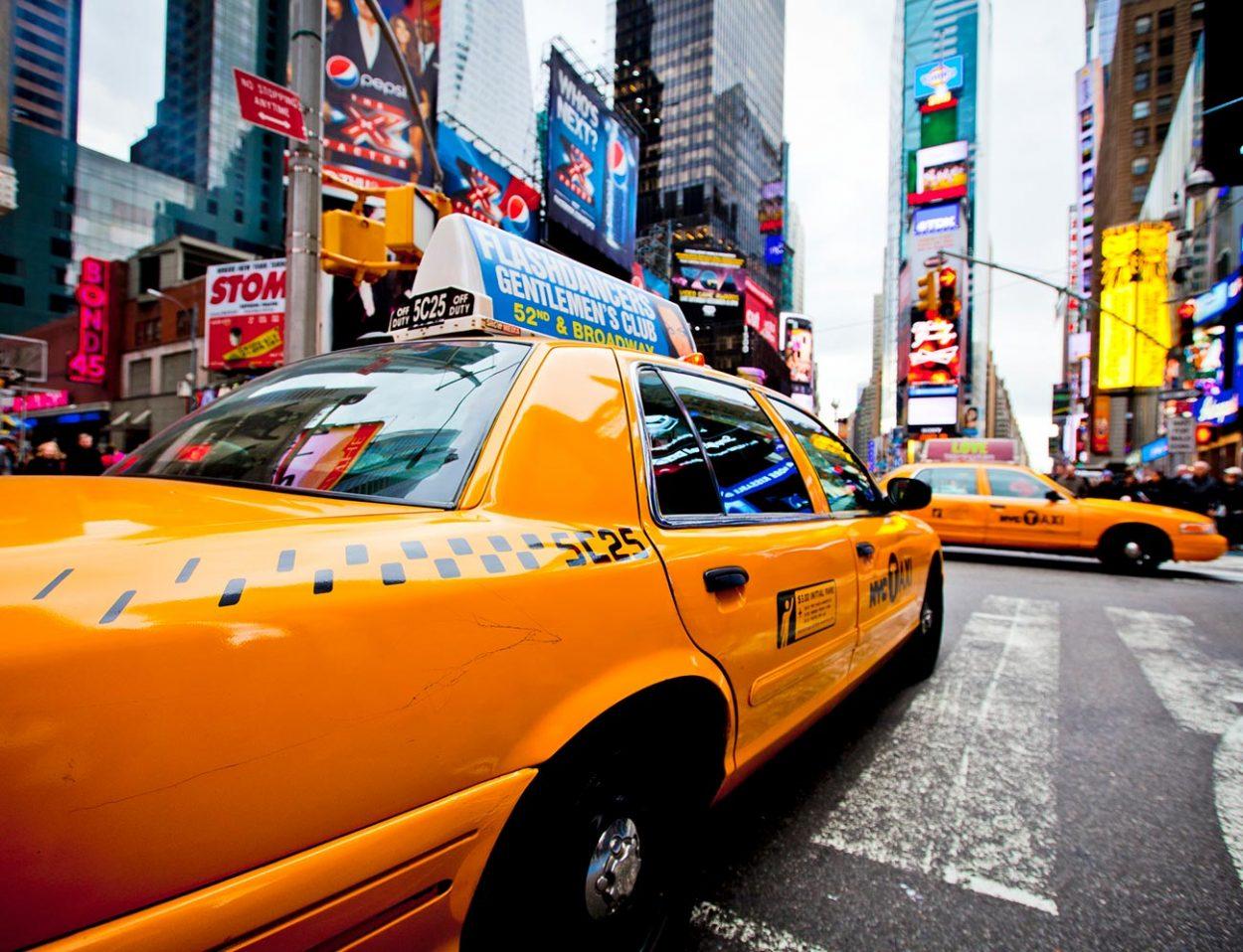 Почему такси красят вжёлтый цвет?
