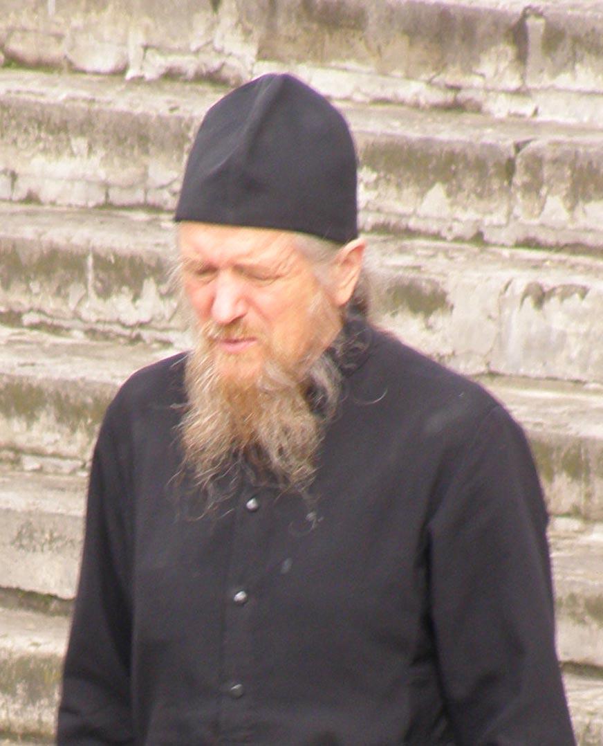 Священник и его головной убор «Скуфья»