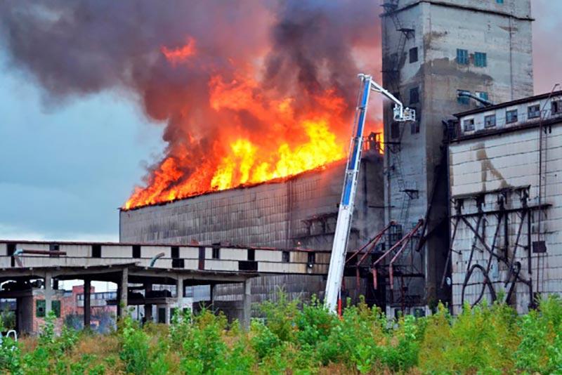 Пожар на элеваторе в Самарской области