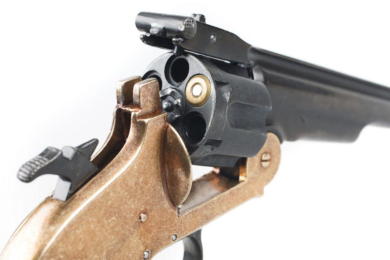 Револьвер с одним патроном для игры в русскую рулетку