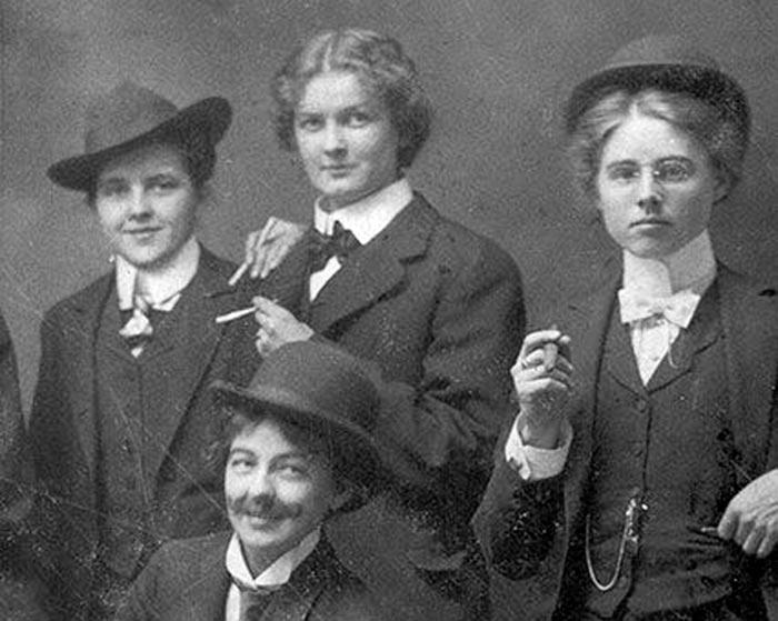 Групповой портрет женщин из банды «40 слонов»