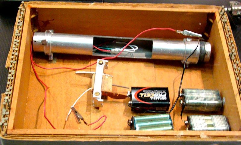 Воссозданное ФБР взрывное устройство Казински