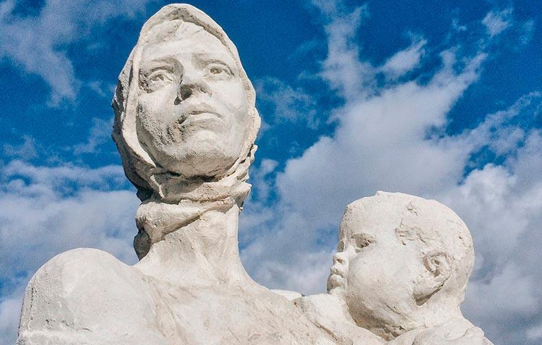 Памятник «Нюра» в деревне Засосия
