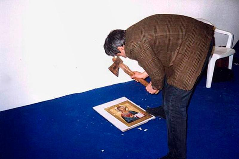 Тер-Оганьян во время акции «Юный безбожник», 1998 год.