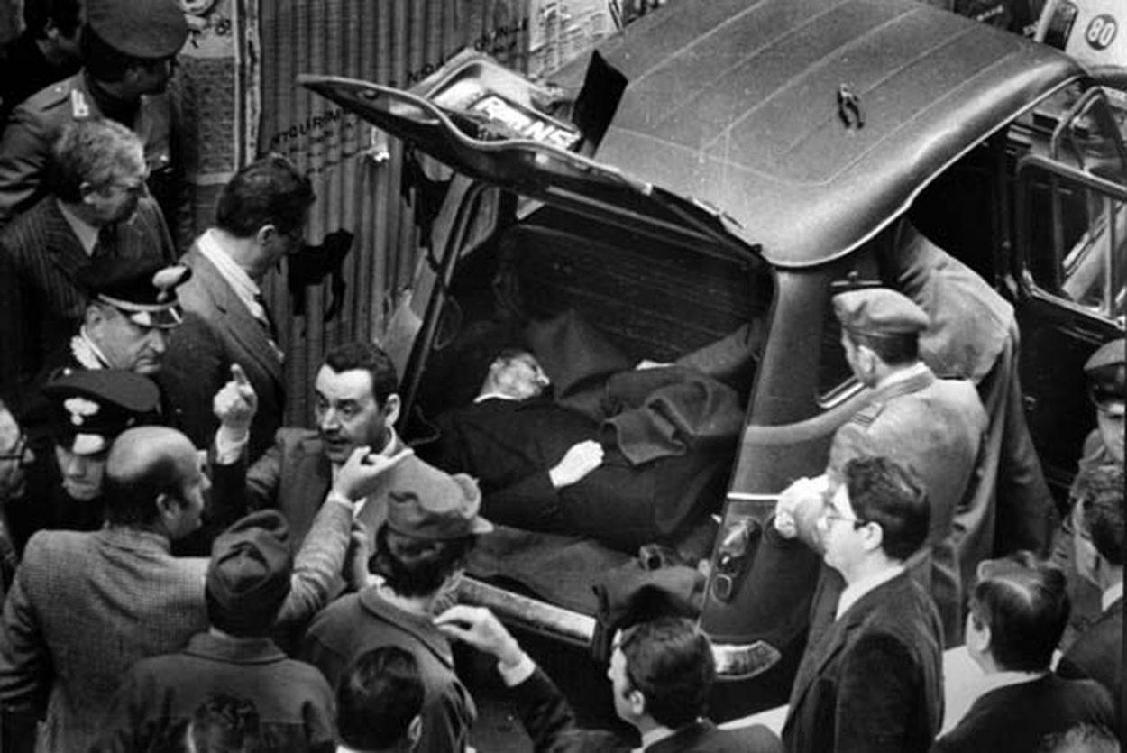 Тело похищенного Моро Альдо в багажнике автомобиля
