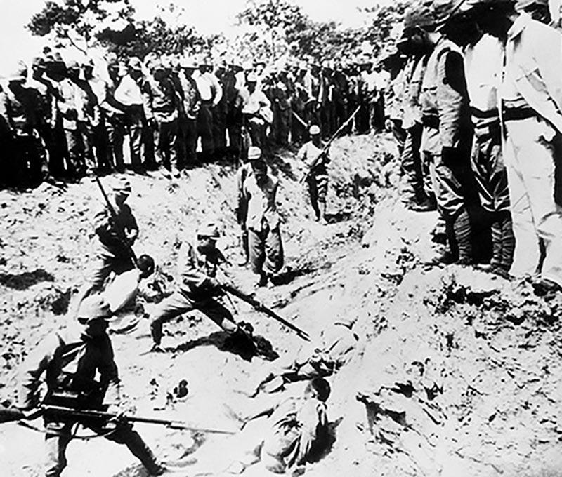 Японские солдаты в Нанкине тренируются в штыковом бое на китайских гражданских
