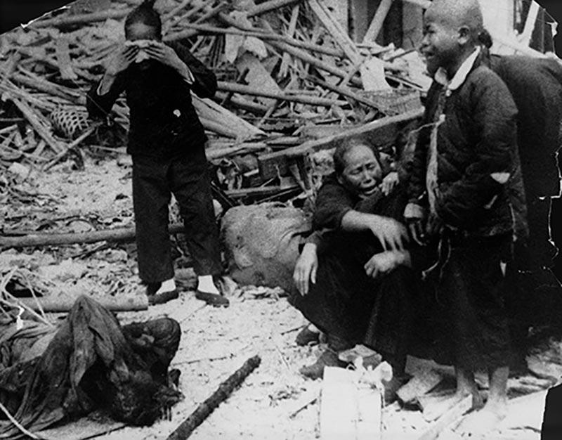 Китайцы после японской бомбардировки