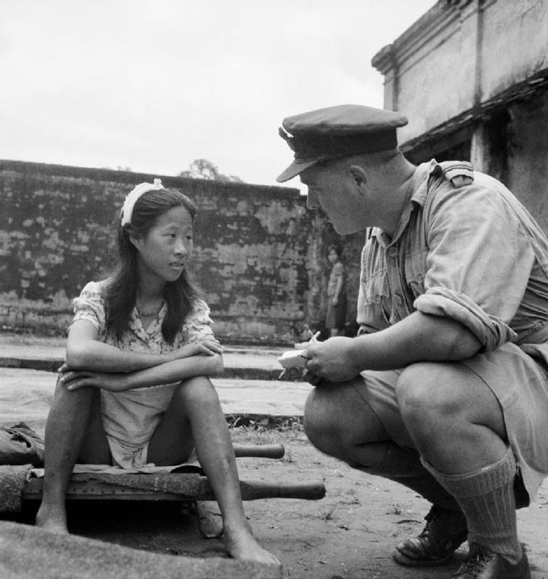 Офицер Британской армии и китаянка, которую подвергли сексуальной эксплуатации на станции утешения