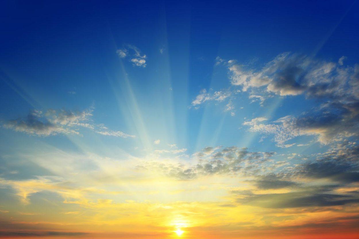 Лучи солнца проходящие сквозь облака