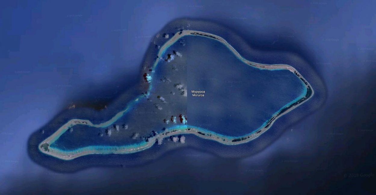 Засекреченная область на gogle карах на юге Тихого океана близь острова Муруора. Координаты: -21.828186, -138.866969