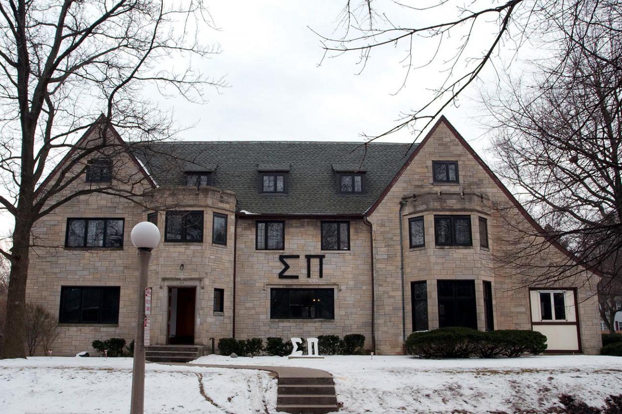 Дом студенческого братства «Сигма Пи» в кампусе Иллинойского университета