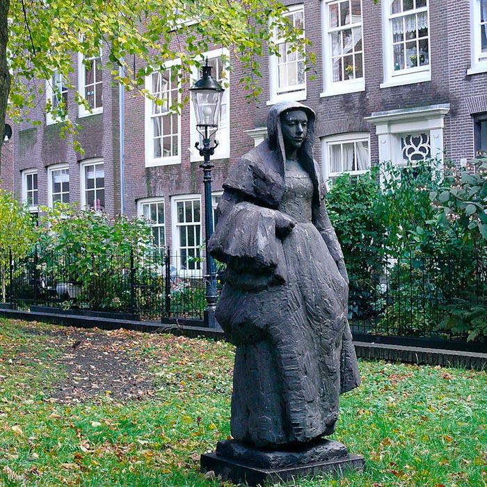 Памятник бегинке в Амстердаме