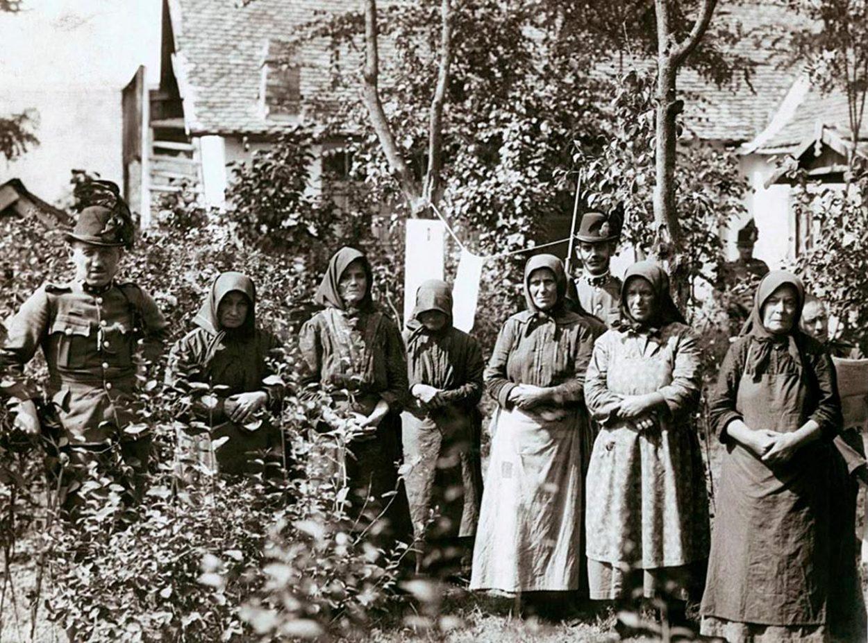 Жители венгерской деревни Надьрева