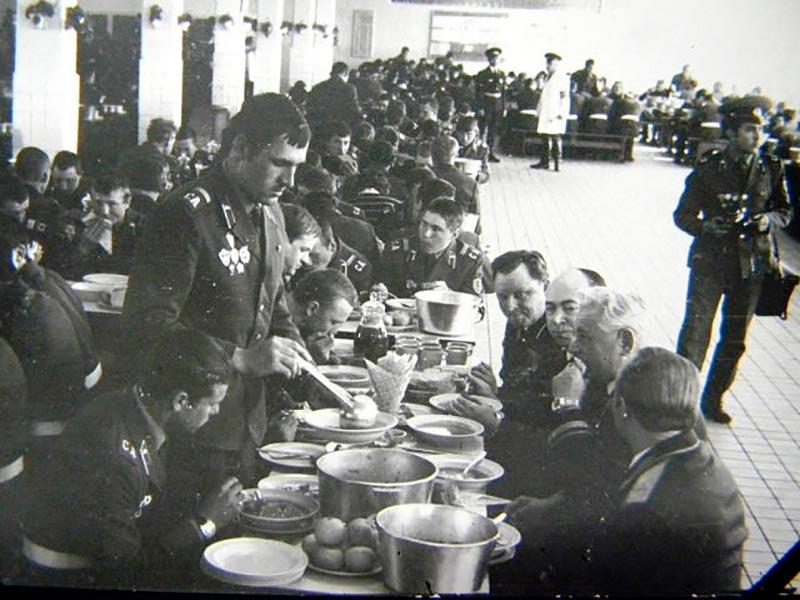 Столовая в советской армии