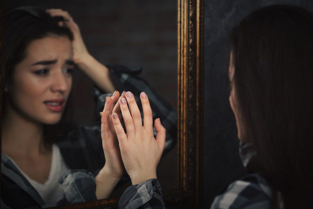 Почему нельзя плакать, глядя взеркало?