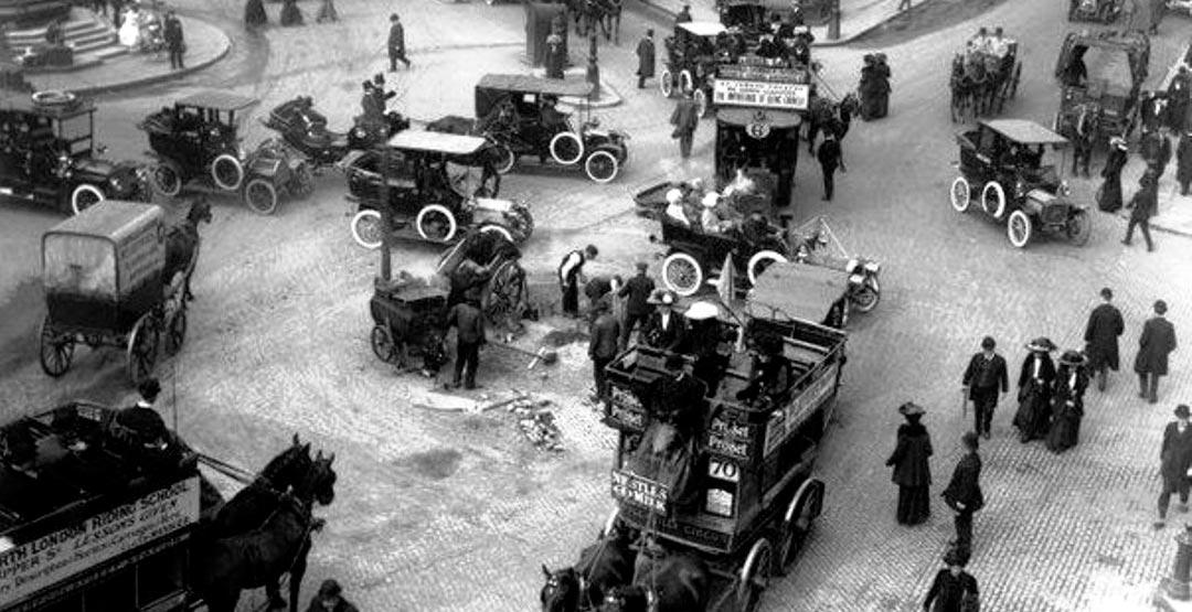 Движение автомобилей в Лондоне в XIX веке