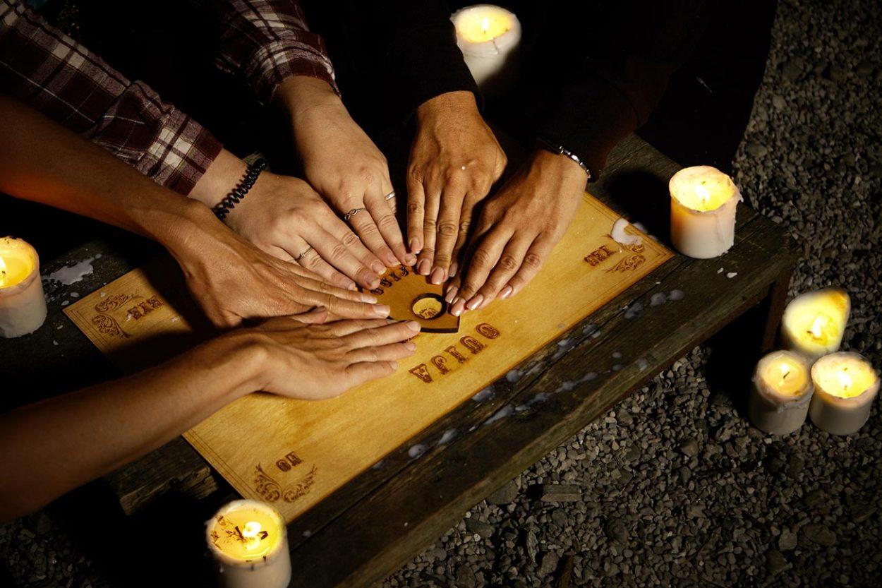 Спиритическая доска для вызова духов