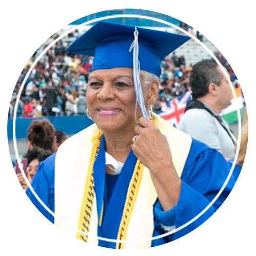 Дарлин Маллинс — самая старая выпускница университета в Нэшвилле.