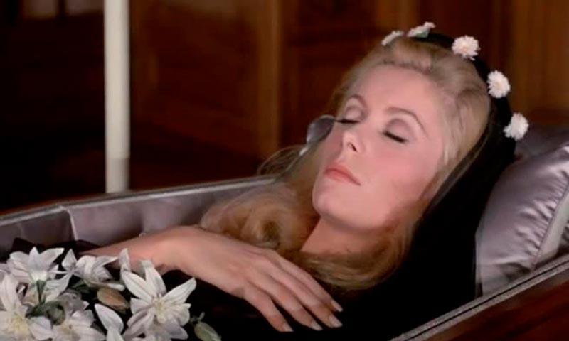 Похороны в стиле Спящей красавицы