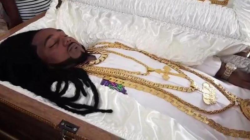 Тело Шерону Сукедо в гробу