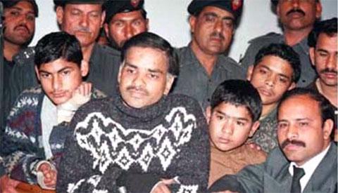 Джавед Икбал и его сообщники на суде