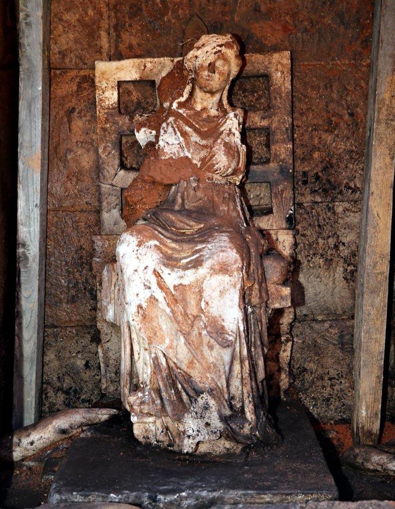 Статуя богини Кибела найденная археологами в крепости Курул, Турция.