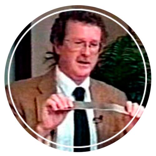 Дональд Чёрч с ретрактором, аналогичным тому, что остался в нём