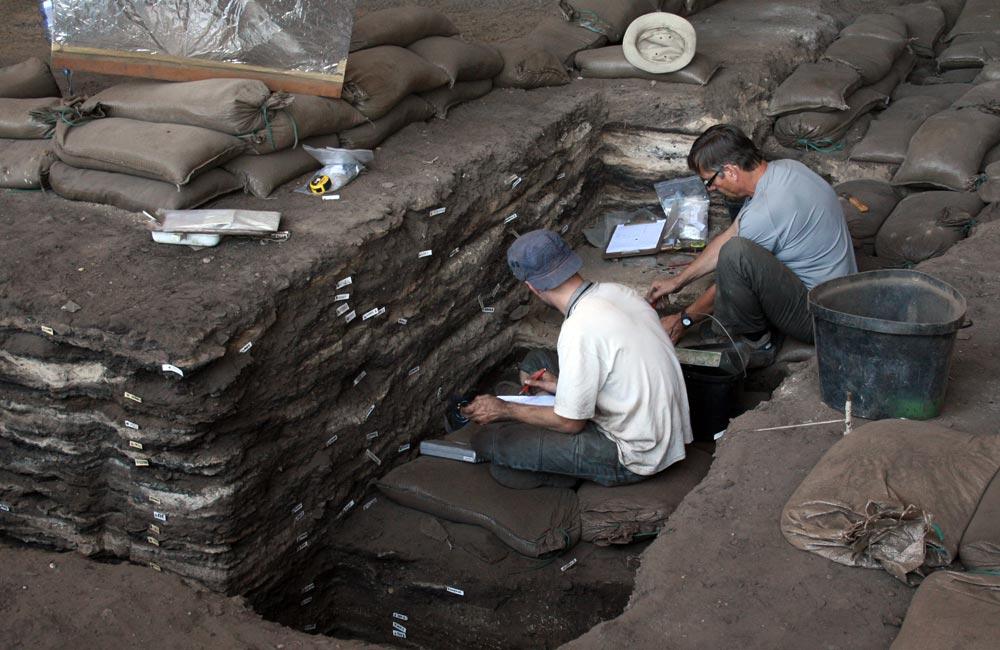 Раскопки в пещере Дипклоф