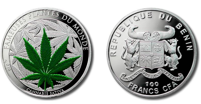 100-франковая серебряная монета с изображением зеленого листа марихуаны
