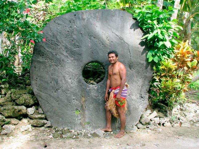 Человек на фоне каменей Раи