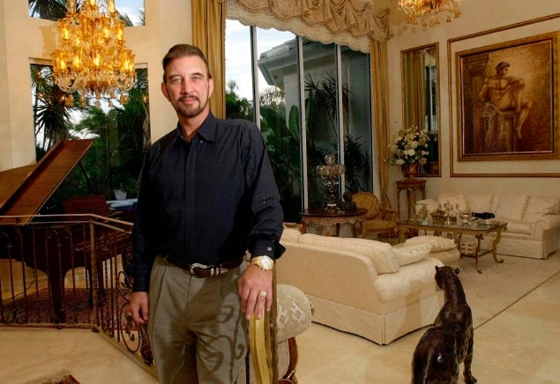 Дэвид Ли Эдвардс в своём шикарном доме купленном на деньги с выигрыша в лотерею