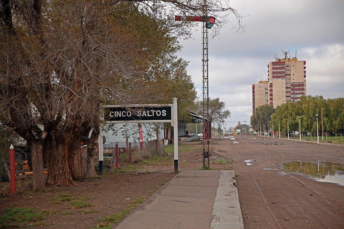 Одна из улиц города Синко Сальтос