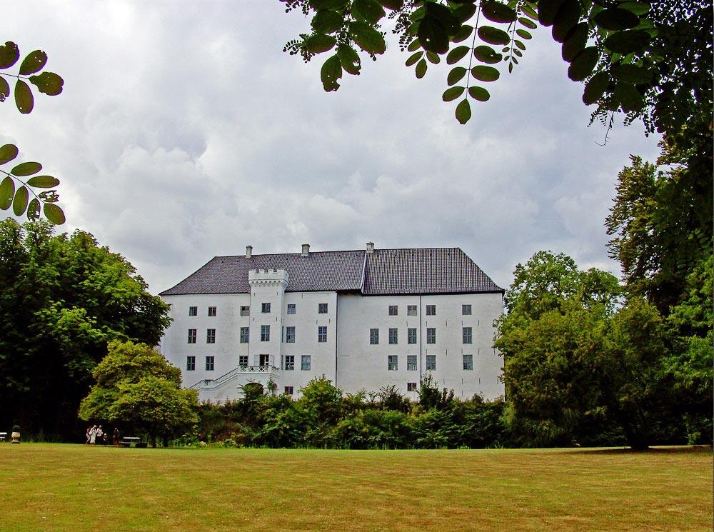 Старинный замок Драгсхольм